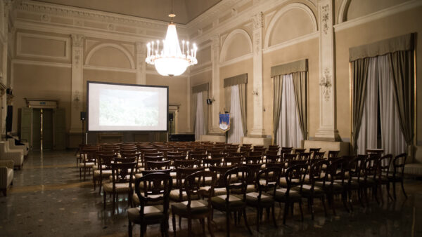 La sala conferenze trasformata in cinema | © Giulia Virgara