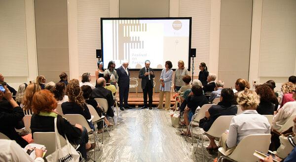 Andrea Cancellato, direttore generale della Triennale di Milano da' il benvenuto a Festival on Festival e ai suoi ospiti © Giulia Virgara