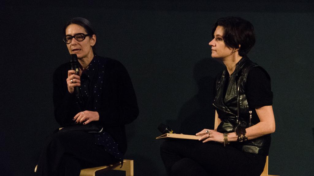 Porzoa Bergamasco, co-curatrice del MDFF, presenta la giornalista Annalisa Rosso che conduce il Panel discussion #5 © Martina Elena Badalamenti